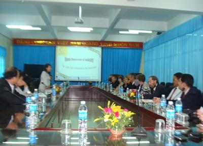 Đại diện 10 trường đại học Hoa Kỳ thăm và làm việc tại trường Đại học Công nghiệp Hà Nội