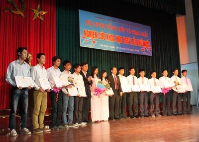 Hội nghị tổng kết và trao giải nghiên cứu khoa học học sinh - sinh viên lần thứ nhất