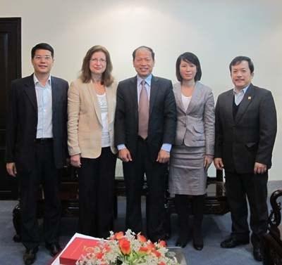 Giám đốc Học viện Công nghệ Chisholm (Australia) đến thăm và làm việc với trường