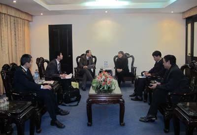 Phó Viện trưởng Viện Giáo dục quốc tế thuộc trường Đại học Vũ Hán (Trung Quốc) đến thăm và làm việc với trường