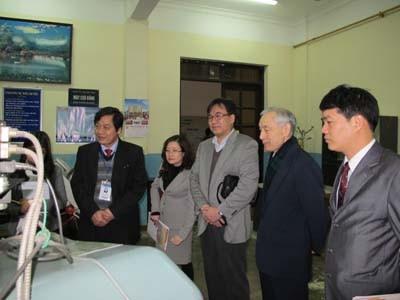 Giám đốc Ban quản lý các doanh nghiệp Nhật Bản tại Hà Nam đến thăm và làm việc với trường