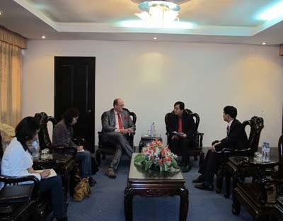 Giám đốc mạng lưới đào tạo nghề của Đức (GENEV) tại Việt Nam đến thăm và làm việc với trường