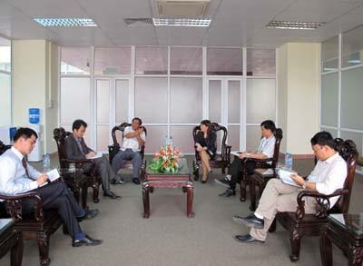 Hiệu trưởng trường Hữu nghị Viêng Chăn - Hà Nội đến thăm và làm việc với lãnh đạo nhà trường