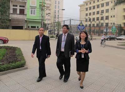 Tham tán Văn hóa giáo dục Đại sứ quán nước CHDCND Lào đến thăm và làm việc với trường