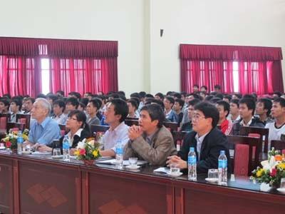 Giao lưu giữa cựu sinh viên nhà trường đang làm việc tại công ty DENSO Việt Nam với khoa Cơ khí