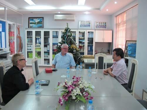 Giám đốc Học viện Công nghệ Nam Úc đến thăm và làm việc với trường