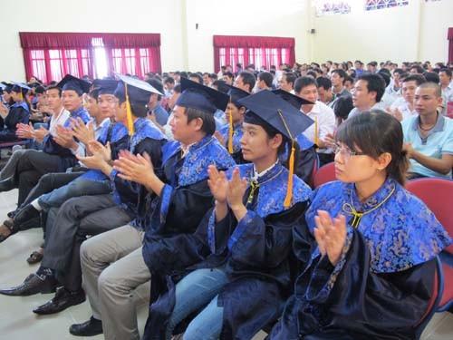 Lễ bế giảng và trao bằng tốt nghiệp Đại học hình thức vừa làm vừa học khóa 2