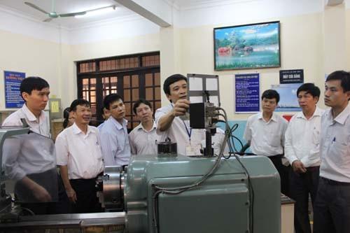 Đoàn cán bộ, giảng viên trường Cao đẳng nghề Cơ khí Nông nghiệp đến thăm và làm việc với trường