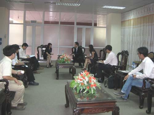Giám đốc khu vực của hãng PTC (Pro - Engineer) đến thăm và làm việc với trường