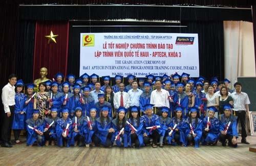 Tổ chức lễ tốt nghiệp khóa học HDSE chương trình đào tạo Lập trình viên Quốc tế HaUI - APTECH
