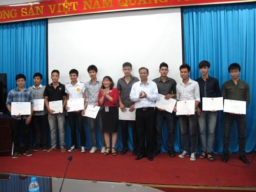 Gặp mặt và trao thưởng cho đội tuyển bóng chuyền nam, nữ đạt giải Nhất bóng chuyền sinh viên Hà Nội