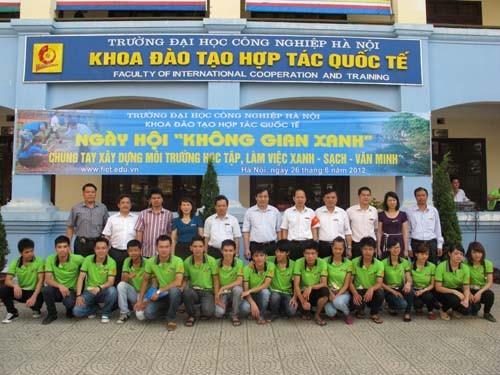 """Tổ chức ngày hội """"Không gian xanh"""" tại khoa Đào tạo hợp tác quốc tế"""