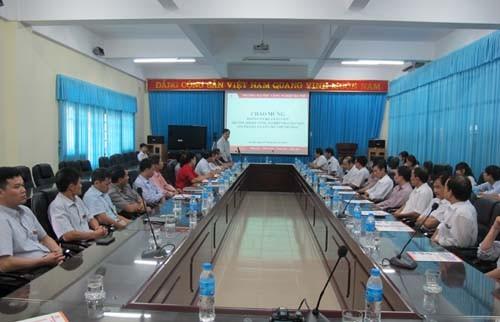 Đoàn cán bộ, giáo viên trường Đại học Kỹ thuật Công nghiệp – Đại học Thái Nguyên đến thăm trường