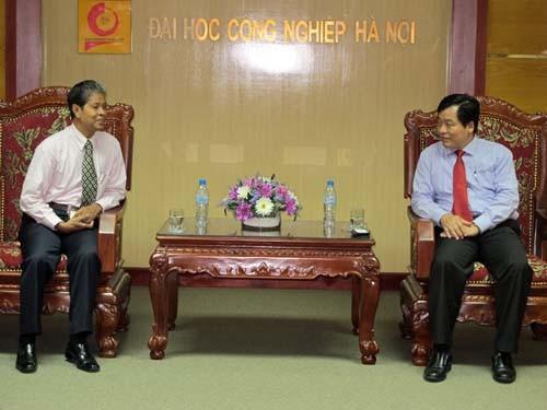 Tham tán Văn hóa - Giáo dục Đại sứ quán Campuchia tại Việt Nam đến thăm và làm việc với trường
