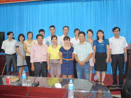 Gặp mặt đoàn cán bộ, giáo viên, học sinh tham dự Hội thi Giáo viên dạy giỏi TCCN toàn quốc năm 2012