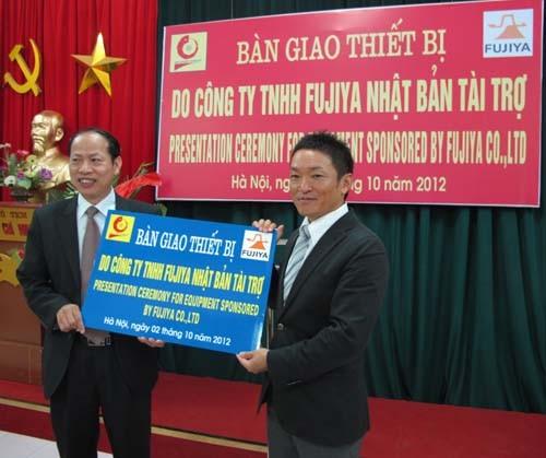 Trường Đại học Công nghiệp Hà Nội nhận bàn giao thiết bị do công ty TNHH Fujiya (Nhật Bản) tài trợ