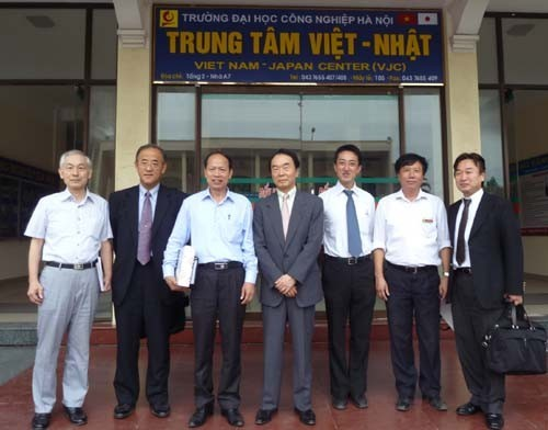 SMRJ President come to visit and work with the Hanoi University of Industry