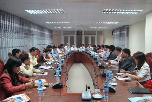 Đoàn cán bộ Viện Hoá học Công nghiệp Việt Nam đến thăm và làm việc với trường