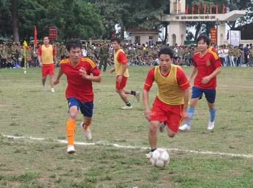 Chung kết và trao giải bóng đá nam CBVC, HSSV năm 2012