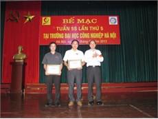 Hình ảnh trao giải trong chương trình bế mạc tuần 5S lần thứ 5 tại trường Đại học Công nghiệp Hà Nội