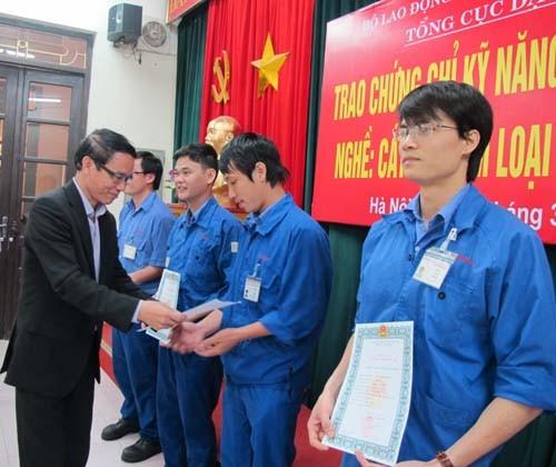 Trao chứng chỉ kỹ năng nghề quốc gia nghề Cắt gọt kim loại trên máy CNC