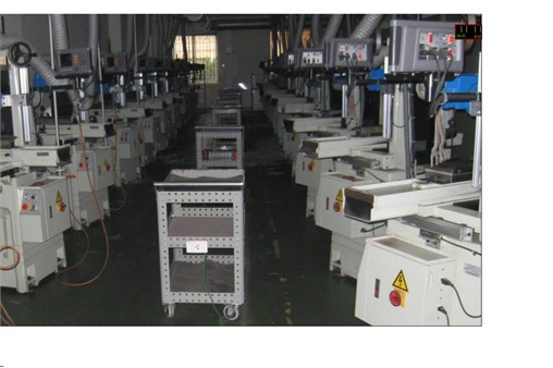 Trung tâm được đầu tư nhà xưởng, thiết bị, máy móc từ nguồn vốn của Trường Đại học Công nghiệp Hà Nội và nguồn vốn của đối tác Foxconn. Trung tâm liên tục bổ sung các trang thiết bị máy móc phục vụ cho yêu cầu đào tạo. Hiện tại Trung tâm có:
