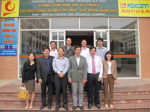 Đoàn cán bộ Vụ Công nghệ cao – Bộ Khoa học Công nghệ đến thăm và làm việc với trường