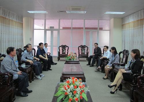 Đoàn cán bộ giáo viên trường Đại học Kijeon (Hàn Quốc) tới thăm, làm việc với trường