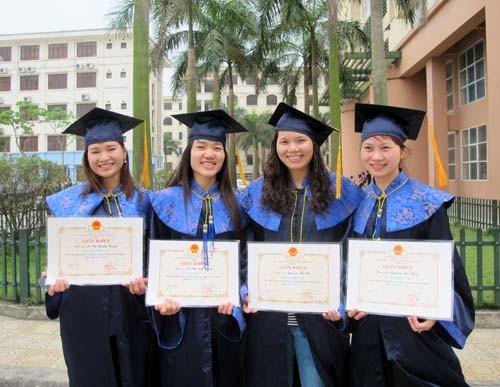 Lễ bế giảng và trao bằng tốt nghiệp Đại học hình thức vừa làm vừa học khóa 3