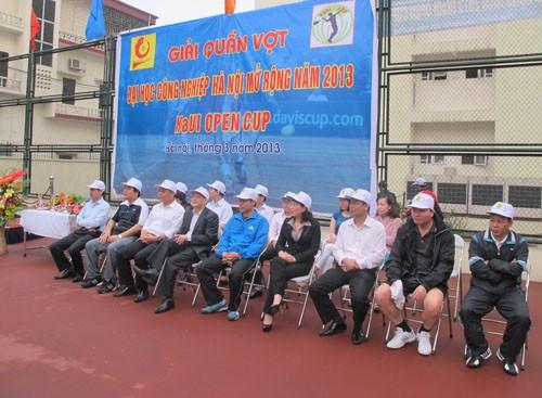 Tổ chức thi đấu và trao giải quần vợt Đại học Công nghiệp Hà Nội mở rộng năm 2013