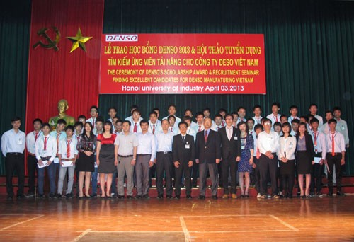 Công ty DENSO Việt Nam trao học bổng cho sinh viên xuất sắc của trường và hội thảo tuyển dụng
