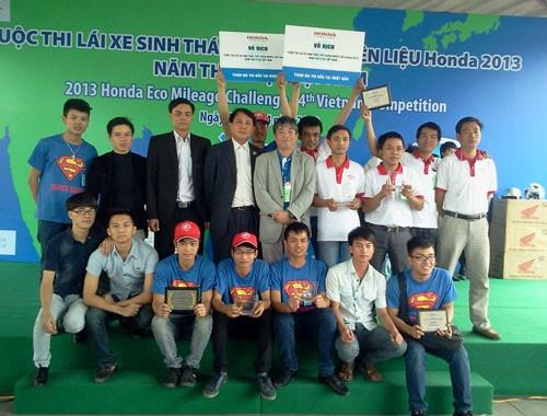 Đội SuperCub 50 vô địch cuộc thi Lái xe sinh thái tiết kiệm nhiên liệu Honda Việt Nam 2013
