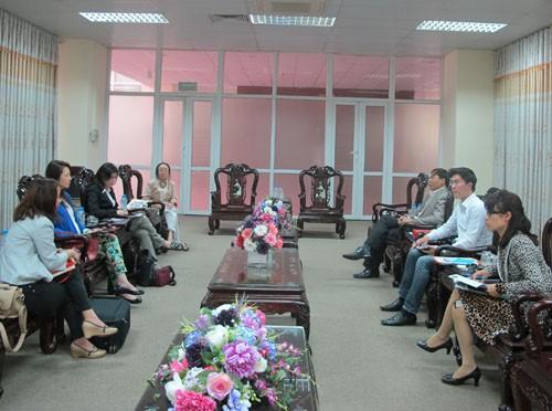 Đoàn cán bộ giáo viên trường Đại học văn hóa Trung Văn đến thăm và làm việc với trường