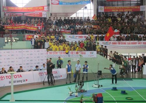 15 đội đại diện miềm Bắc tham dự chung kết Robocon Việt Nam 2013