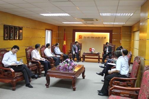 Tổng giám đốc Công ty ô tô Toyota Việt Nam đến thăm và làm việc với trường