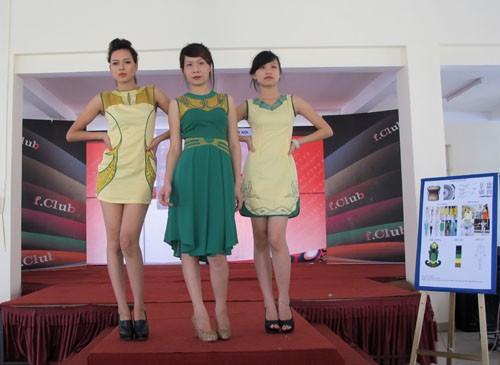Khoa Công nghệ May và Thiết kế thời trang tổ chức cho sinh viên báo cáo đồ án tốt nghiệp