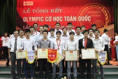 Trao giải thưởng Olympic Cơ học toàn quốc 2013