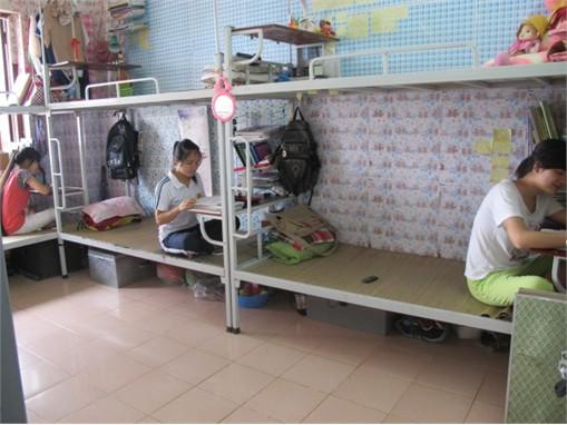 Phục vụ ăn ở trong kỳ thi tuyển sinh đại học 2013 tại Trung tâm Dịch vụ-Ký túc xá-Nhà ăn
