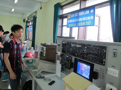 Tổ chức triển lãm sản phẩm sáng tạo của sinh viên và giảng viên nhà trường
