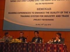 Chuyên gia Junichi Mori giới thiệu về Dự án JICA-HaUI tại Hội thảo chia sẻ kinh nghiệm nâng cao chất lượng đào tạo nghề cho ngành công thương
