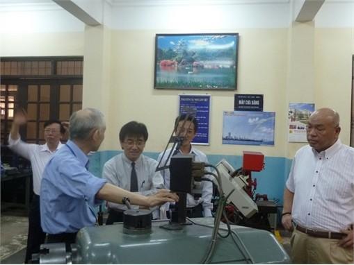 Các doanh nghiệp đến thăm Trường và Dự án