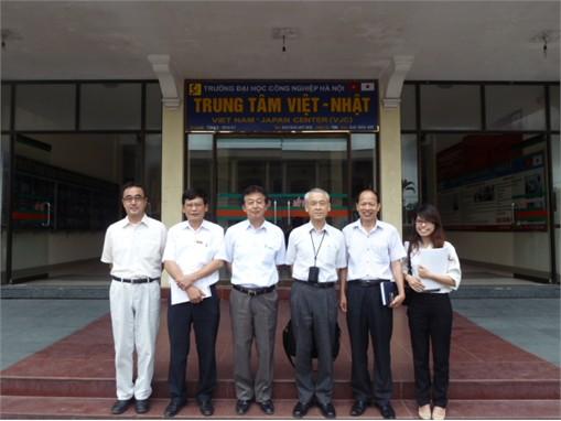 Tiếp chuyên gia JICA công tác tại Tổng cục Dạy nghề đến thăm và làm việc với trường