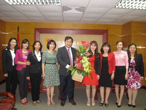 Hiệu trưởng gặp mặp chúc mừng nữ CBVC nhân ngày 20.10
