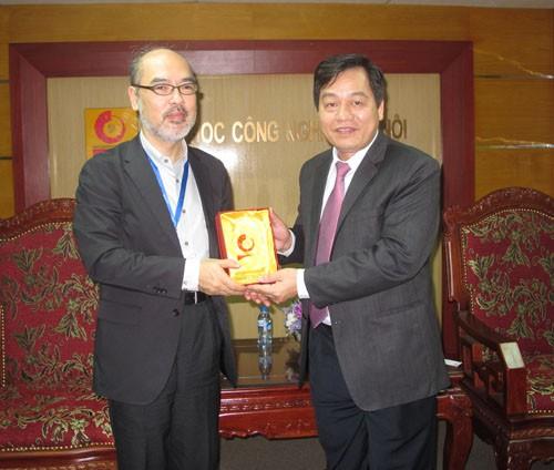 Phó trưởng đại diện Văn phòng JICA đến thăm trường