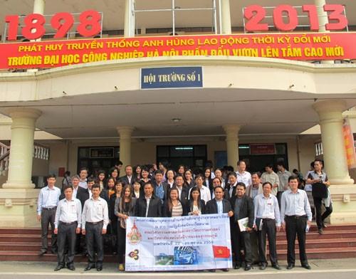 Đoàn cán bộ trường Đại học Công nghệ Suvarnabhumi đến thăm và làm việc với trường