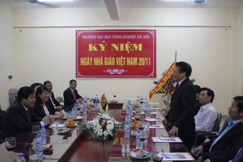 Tỉnh ủy - HĐND - UBND tỉnh Hà Nam chúc mừng nhà trường nhân ngày Nhà giáo Việt Nam 20/11