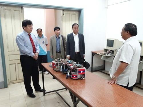 Hiệu trưởng trường ĐH Công nghiệp Hà Nội thăm và làm việc tại trường dạy nghề Hữu nghị Viêng chăn - Hà Nội