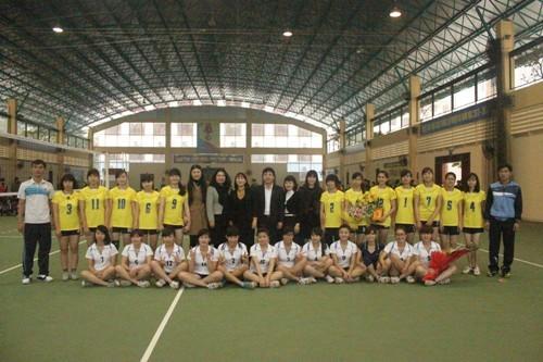 Giao hữu bóng chuyền nữ với trường Đại học Hà Nội