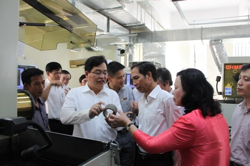 Đoàn Lãnh đạo Thành ủy Hà Nội và Đảng ủy Khối Công nghiệp Hà Nội thăm và làm việc tại trường