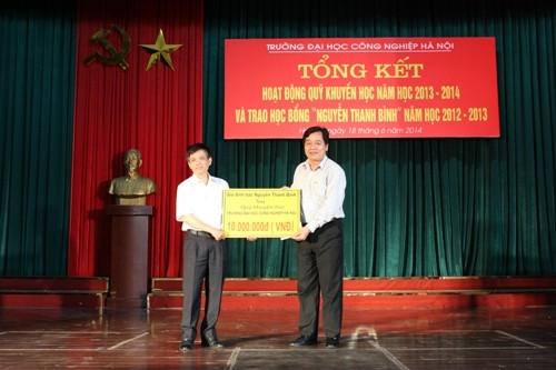 Tổng kết công tác khuyến học năm học 2013 - 2014 và trao học bổng Nguyễn Thanh Bình năm học 2012 - 2013